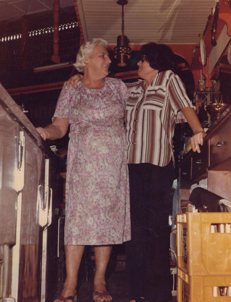 Con Suzy en el Bar «Tic-Tac». Archivo familiar.